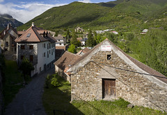 Hecho, Huesca (fcuencadiaz) Tags: leica leicaq leicadigital fullframe formatocompleto summilux objetivosmanuales pueblosespaña paisajesurbanos arquitecturarural hecho huesca aragón la jacentaina