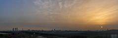 Mato moscas y cuelgo jirafas con el rabo. Esta vez al amanecer desde Pozuelo (2) (lebeauserge.es) Tags: madrid españa ciudad edificio casas cielo nubes sol amanecer