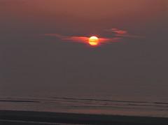 Coucher de soleil voilé sur la mer du Nord (Livith Muse) Tags: mer eau coucher soleil nuage voile nuit nieuwpoort vlaanderen belgique mirrorless μ43 micro43 panasonic lumix gx8 lumixgvario45150f4056 panasonic45150mmf4056 109mm water see zee merdunord noordzee sun sunset cloud