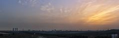Mato moscas y cuelgo jirafas con el rabo. Esta vez al amanecer desde Pozuelo (1) (lebeauserge.es) Tags: madrid españa ciudad edificio casas cielo nubes sol amanecer