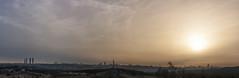 Mato moscas y cuelgo jirafas con el rabo. Esta vez al amanecer desde Pozuelo (3) (lebeauserge.es) Tags: madrid españa ciudad edificio casas cielo nubes sol amanecer panorámica