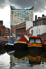 Boats and The Cube (Thomas Roland) Tags: sky himmel travel rejse trip city by birmingham uk united kingdom great britain england nikon d7000 europa europe new arkitekt architecture contemporary design the cube architect ken shuttleworth make architects boat canal narrowboat