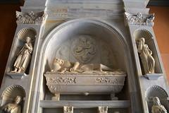 Sepulcre de Bernat de Vilamarí, monestir de Montserrat. (Angela Llop) Tags: catalonia bages barcelona montserrat marbre