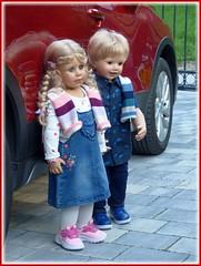 Nun aber ausgestiegen ! / Get off the car now ! (ursula.valtiner) Tags: puppe doll bärbel luis künstlerpuppe masterpiecedoll auto car