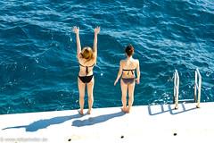 Girls_3969 (Lothar Heller) Tags: lotharheller beach france frankreich girl girls montecarlo two women zwei