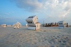 White Sands (picsessionphotoarts) Tags: germany deutschland nikon nikonfotografie nikonphotography festbrennweite festbrenweite primelens nikond850 nordsee stpeterording strandkörbe lazydays beachchairs roofedwickerbeachchairs northsea onthebeach beach am strand afsnikkor20mm118ged weitwinkel