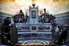 Chantilly - chapelle des Cœurs des princes de Condé (.Sophie C.) Tags: chantilly 60 oise picardie leshautsdefrance domainedechantilly chateaudechantilly patrimoinereligieux chapelle chapelledechantilly chapelledescœursdesprincesdecondé