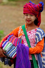 Young burmese woman, Indein, Inle Lake (_JLC_) Tags: burma birmania myanmar indein shweindeinpagoda inle lagoinle inlelake estadoshan shan shanstate asia sudesteasiático retrato portrait people faces canon canon6d eos 6d 70200 70200f4is ngc