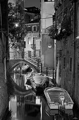 Venecia (vitometodio) Tags: seleccionar venecia venice venezia streetphoto streetphotography bnw bnwcity bnwlife bnwworld urbanphotography fotografiaurbana streetshots street fotodecalle streetphotobw calle blancoynegro urbanstreet streetart blackandwhite bnwphoto streetshot nikon blackandwhitephotography vitometodio nikond90 sigma247028