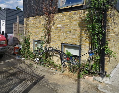 Broken Gate & Waste Dumping in the alley between Scales Road & Mitchley Road N17