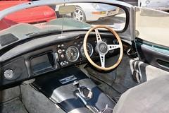 Jaguar, XKSS (Royaume-Uni, 1956 - 1957) (Cletus Awreetus) Tags: voitureancienne jaguar xkss automobile vintage voituredecollection voiture collection vert intérieurdevoiture tableaudebord dashboard levier volant cadran