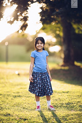 At the end of the day (Yannick Charifou Photography ©) Tags: nikon nikkor afs105mm14e d850 bokeh flare famille family extérieur arbre goldenhour yannickcharifouphotography enfant childhood child portrait dof depthoffield lens prime sourire smile enfance wideopen