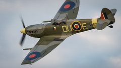 Spitfire Vb (davepickettphotographer) Tags: theshuttleworthcollectionuk uk biggleswade bedfordshire spitfire supermarinespitfire flight flying vintage airshow airdisplay aviation oldwarden shuttleworthcollection collectionairshow evening england airmuseum livinghistory clipped wing wings