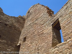 Looking Up (annestravels2) Tags: pueblobonito chacoculturenationalhistoricalpark americanindian nativeamerican historic history ruin desert window walls