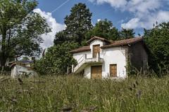 Una casita entre las hierbas (Guillermo Relaño) Tags: liérganes cantabría españa spain sony a7 a7m3 a7iii alpha ilce alfa guillermorelaño