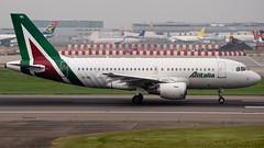 Alitalia Airbus A319-112 EI-IML (StephenG88) Tags: londonheathrowairport heathrow lhr egll 27r 27l 9r 9l boeing airbus may20th2019 20519 myrtleavenue renaissanceheathrow a319 a319100 a319111 eiiml alitalia aza az