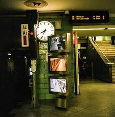 Subway on kodak porta 400 (rudeskull) Tags: analoge film rolleiflex tessar tlr kodak farbe eisenbahn bahnsteig c41 germany deutschland travel tv monitor reisen ubahn bvg uhr