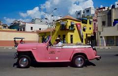 GLAMOUR EN LA HABANA (marthinotf) Tags: cuba lahabana isla vehiculo coche automovil bandera casas colorescubanos cielos nubes sombrero dama