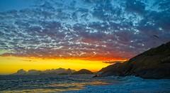 Por do Sol na praia do Sossego (mcvmjr1971) Tags: brasil litoral f20 lenssigma mmoraes d800e art2435mm sunset pordosol sea riodejaneiro nikon offshore niterói paraíso regiaooceanica sky azul clouds céu vermelho nuvens paraglider