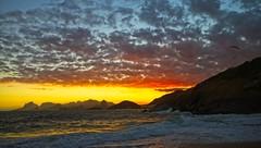 Por do Sol na praia do Sossego (mcvmjr1971) Tags: brasil f20 d800e art2435mm sunset pordosol sea riodejaneiro nikon offshore litoral niterói paraíso lenssigma mmoraes regiaooceanica sky azul clouds céu vermelho nuvens paraglider