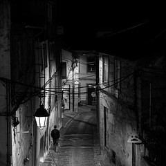 The headlight (lebre.jaime) Tags: portugal beira covilhã nightphotography street pedestrian digital bw blackwhite noiretblanc pb pretobranco ff fx fullframe nikon d600 voigtländer nokton 58f14sliis affinity affinityphoto