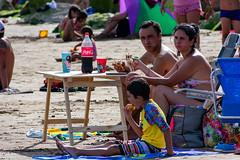Vacaciones Peronistas (nicotdroid) Tags: family beach argentina familia playa cocacola vacaciones mardelplata perón peronismo nikon