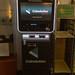 Coinolution Bitcoin-ATM, um am Automat bargeldlos mit der Kryptowährung zu bezahlen.