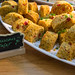 Gesunde Couscous-Taler mit Gemüse und Kräutern, als Beilage