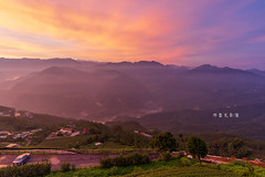 D68_6250 (brook1979) Tags: 嘉義 台灣 梅山 山 sunrise taiwan mountain building house tea 碧湖山 觀景台 日出 火燒雲 景觀 風景 雲 霧