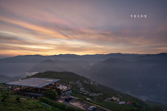 D68_6257 (brook1979) Tags: 嘉義 台灣 梅山 山 sunrise taiwan mountain building house tea 碧湖山 觀景台 日出 火燒雲 景觀 風景 雲 霧 天空畫布