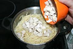 13 - Gewürfelte Hähnchenbrust hinzufügen / Add diced chicken breast (JaBB) Tags: chickenbreast hähnchen hähnchenbrustfilet spaghetti creamofchicken gemüsesalsa vegetablesalsa salsa sourcream sauerrahm jalapeños tacoseasoning tacogewürzmischung tabasco käse cheese casserole auflauf spaghettiauflauf spaghetticasserole food lunch dinner essen nahrung nahrungsmittel mittagessen abendessen kochen cooking rezept recipe backen baking kochexperiment kochexperimente