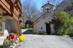 Hameau des Gourniers (RarOiseau) Tags: hautesalpes montagne hameau chapelle chemin récit printemps