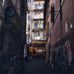basta merde (paulopar.rodrigues) Tags: local bairro cidade city exterior italia roma street rua urban photofoto captureone color fuji xt1