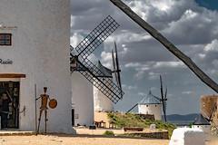 if Don Quijote saw it ......, si lo viera Don Quijote...... (Joerg Kaftan) Tags: molinos castilla la mancha don quijote nubes sol