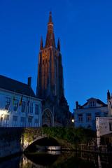 Church of Our Lady, Bruges (kylewagaman) Tags: churchofourlady onzelievevrouwekerk bruges brugge brügge church cathedral europe architecture building canal westflanders flanders flemish westvlaanderen flandreoccidentale vlaanderen flandre flandern belgië belgium belgique belgien city kanaal grachten kerk église bridge
