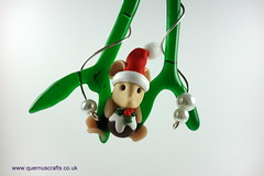Little Santa Mouse with Christmas Pudding on Glass Mistletoe (Quernus Crafts) Tags: polymerclay quernuscrafts cute christmas glassmistletoe phoenixglass mistletoe mouse santamouse santahat christmaspudding