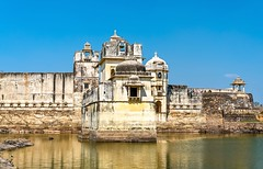 Chittorgarh Fort (picnicwale@) Tags: rajasthan travel treking tour tourist yellow fly fun festival flickr father fort holiday happily historical hot photography shine photo people places popular packages peace repost explore newpost adventure nature