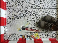 Wolfram Zimmer: 1qm-Objekt (ein_quadratmeter) Tags: wolframzimmer kunst konzeptkunst objektkunst begegnung maseinheit meter stelle land grundstück besitz rundumblick besuch meinzimmer meinezimmer freiburg burg kirchzarten ausblick ausland inland grenze zone bodenplastik bodenobjekt 1qm fusboden rotteck gymnasium outlook abroad domestic border floor sculpture