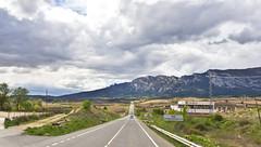 Unterwegs / On the Road (schreibtnix on'n off) Tags: reisen travelling europa europe spanien spain berge mountains pyrenäen pyrenees himmel sky wolken clouds landschaft landscape strase road unterwegs ontheroad olympuse5 schreibtnix