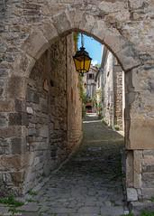 Sentier des Suquets (Donard850) Tags: france penne village path walls lights tarn aveyron fujixt20