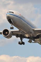 CA0937 PEK-LHR (A380spotter) Tags: london heathrow landing finals landinggear arrival approach lhr threshold undercarriage egll 27r shortfinals ca down belly boeing extended 777 cca airchina 中国国际航空公司 300er b2086 geardoors runway27r ca0937 peklhr hydraulicsproblem
