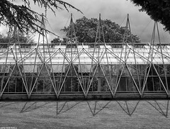Greenhouse (peterphotographic) Tags: olympus em5mk2 microfourthirds ©peterhall chatsworthhouse chtsworth derbyshire peakdistrict england uk britain house statelyhome manorhouse countryhouse p5280201sefexedwm nik silverefexpro2 blackandwhite blackwhitephotos bw monochrome greenhouse glasshouse garden symmetry pattern glass modern