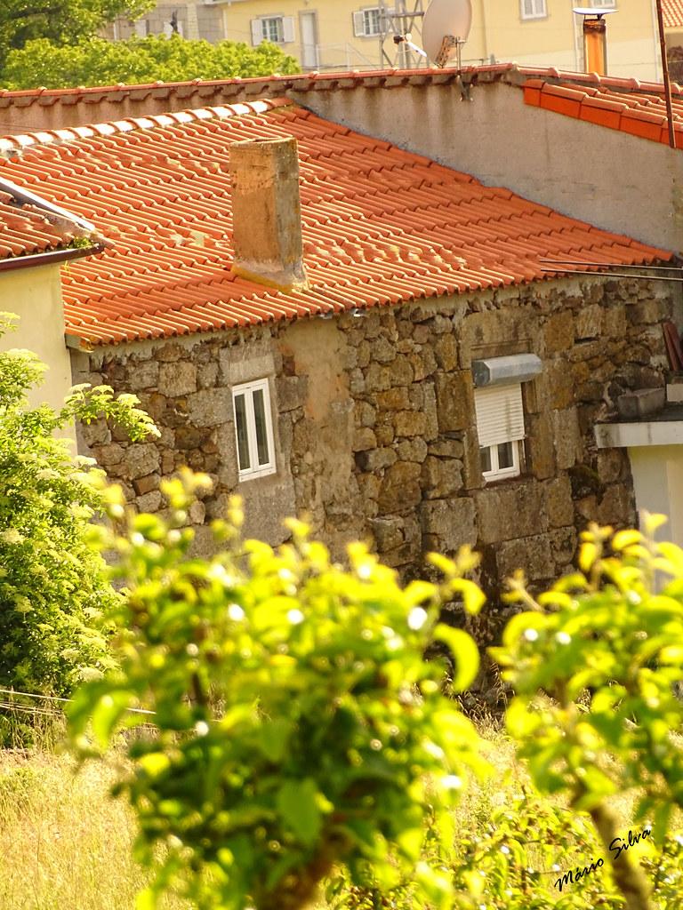 Águas Frias (Chaves) - ... traseiras de casa na Aldeia (Cimo de Vila) ...