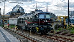 EBS 232 083 im Dresdner Hauptbahnhof (neikokun) Tags: te109 тэ109 ludmilla v300 132 232 2320836 1320837 ebs diesellokomotive lokomotive lok abstellung dresden hauptbahnhof sachsen deutschland erfurterbahnservicegmbh eisenbahn blackbeauty
