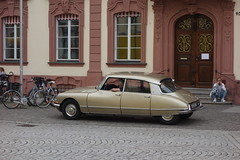 the Citroen DS driver (mgheiss) Tags: sonyrx100 citroends offenburg rathaus street