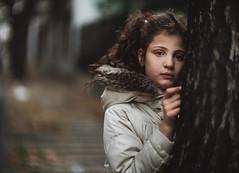 Juguemos en el bokeh mientras... (Adolfo Rozenfeld) Tags: street portrait calle dof bokeh availablelight retrato daughter naturallight hija vintagelens manuallens luzdisponible luznatural projectionlens meoptameostigmat1470 buenosaires