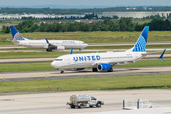 19-2297 (George Hamlin) Tags: virginia chantilly united airlines new livery boeing 737824 airplane aircraft airliner jet narrowbody single aisle n37267 taxiway trees washington dulles international airport photodecor george hamlin photography