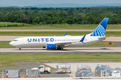 19-2302 (George Hamlin) Tags: virginia chantilly united airlines new livery boeing 737824 airplane aircraft airliner jet narrowbody single aisle n37267 taxiway trees washington dulles international airport photodecor george hamlin photography