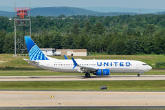 19-2285cr (George Hamlin) Tags: virginia chantilly united airlines new livery boeing 737824 airplane aircraft airliner jet narrowbody single aisle n37267 taxiway trees washington dulles international airport photodecor george hamlin photography