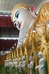 Laying buddha (S. Ken) Tags: myanmar yangon chaukhtatgyi pagoda laying budha gold indoor temple ヤンゴン ミャンマー チャウタッジー寝釈迦仏 2470mm fe2470mmf28gm sel2470gm a7riii a7r3 7rm3 sony e ソニー gmaster alpha α 索尼 emount big large beauty smile peace